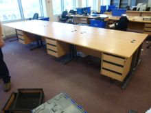 Straight Desks with mobile / fixed pedestal